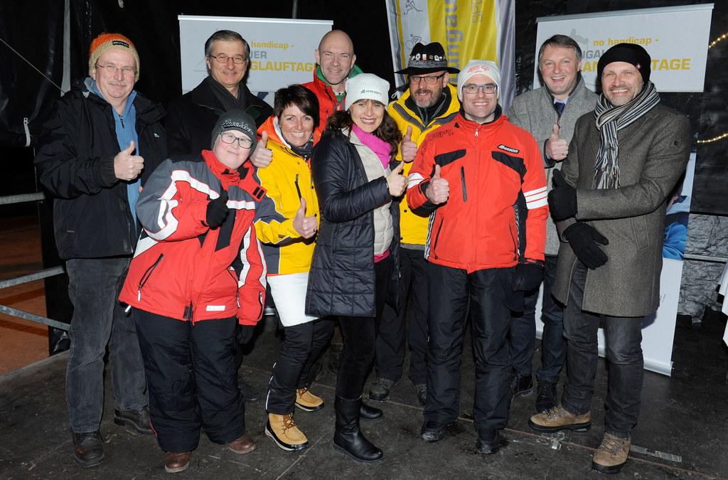 Präsident Lebenshilfe Salzburg Michael Russ, Sportler Marco Mayr, BH Stv. Dieter..