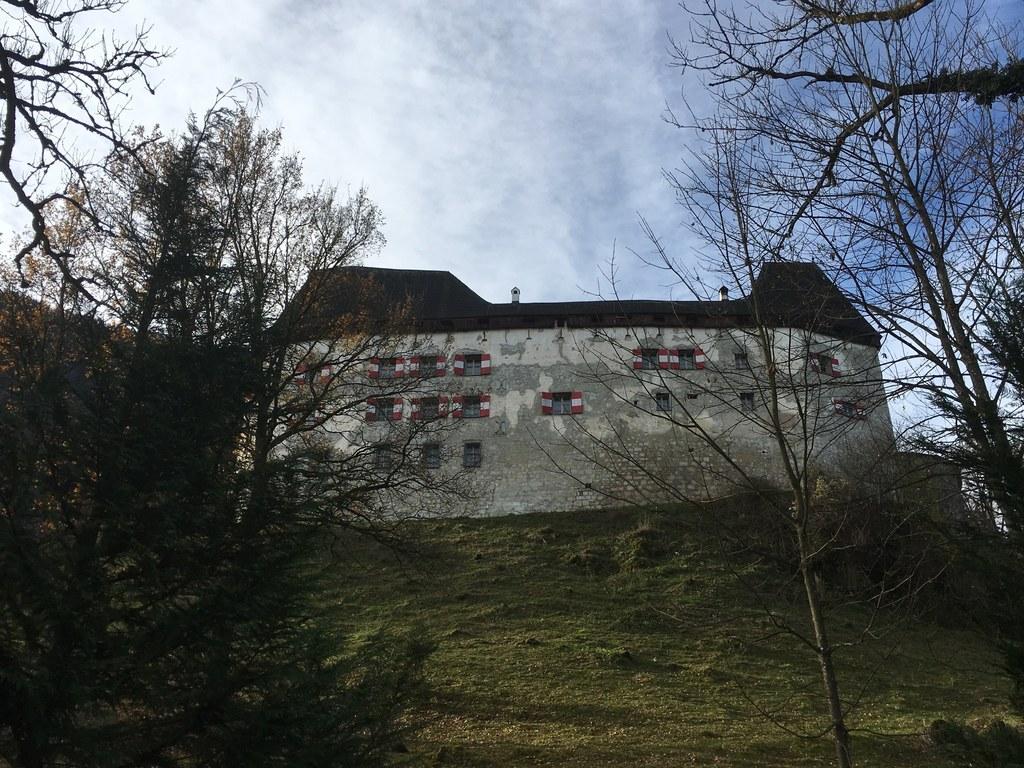 Burg Staufeneck in Piding im Volksmund