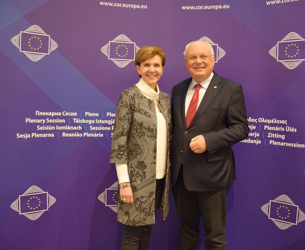 Die beiden Vertreter Salzburgs, Landtagspräsidentin Brigitta Pallauf und Franz S..