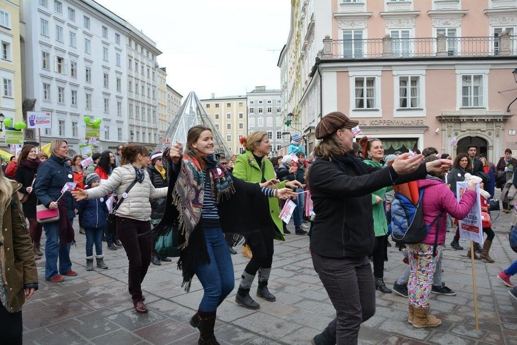 One Billion Rising Salzburg 2016: Ein starkes Zeichen gegen Gewalt an Frauen set..