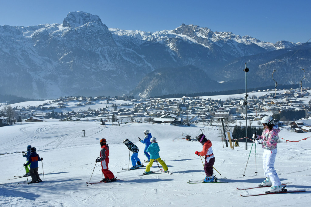 Für Kinder sind Skikurse und andere Schulveranstaltungen ein Highlight, für Elte..