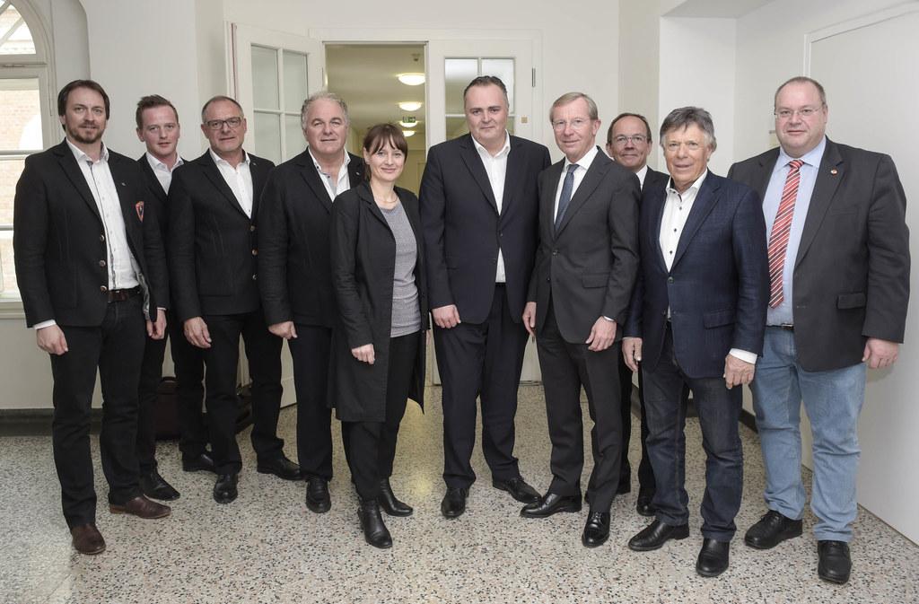 Landeshauptmann Wilfried Haslauer und Sportlandesrätin Martina Berthold präsenti..