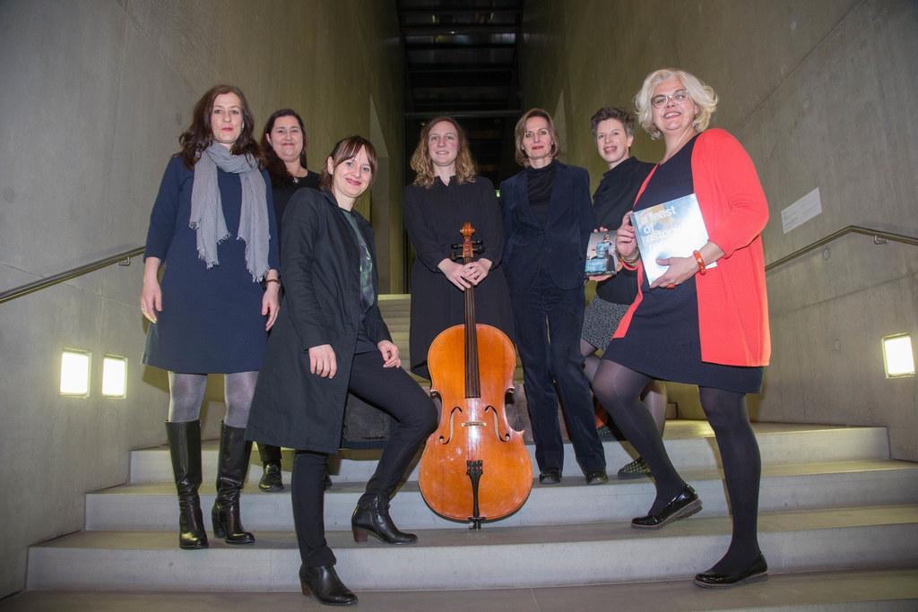 Int. Frauentag im Museum der Moderne mit Künstlerinnenperformance Vlnr: Monika ..