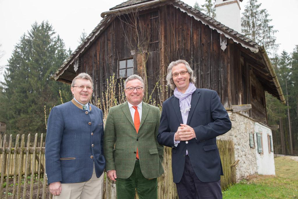 Franz Josef Bachmayr, Landesrat Heinrich Schellhorn und Museumsdirektor Michael ..