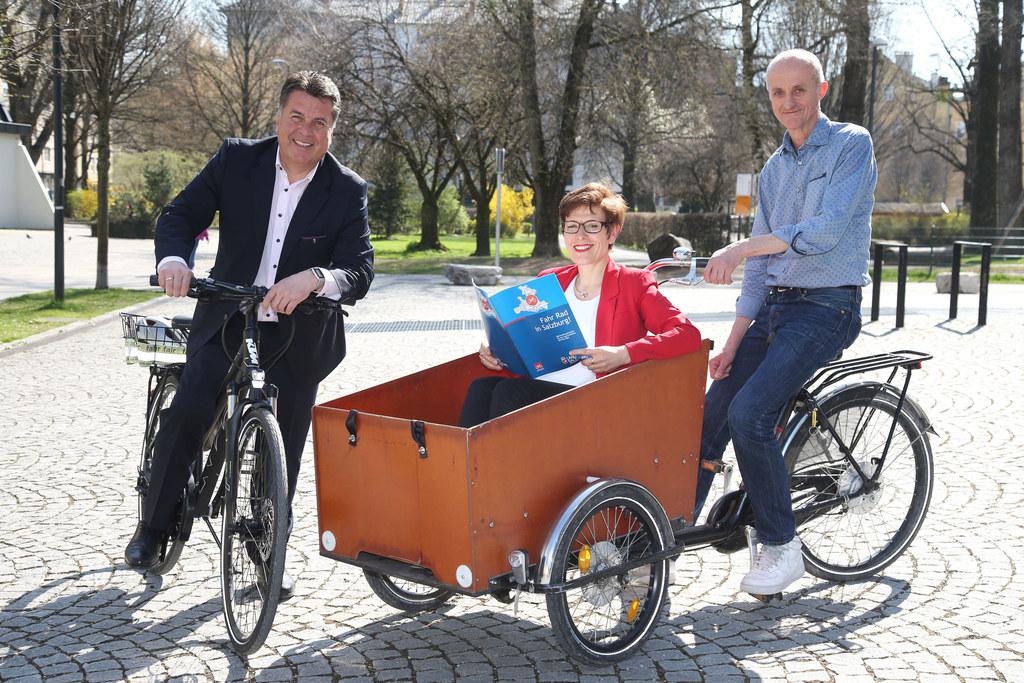Landesrat Hans Mayr, Ursula Hemetsberger Radkoordinatorin Land Salzburg und Pete..