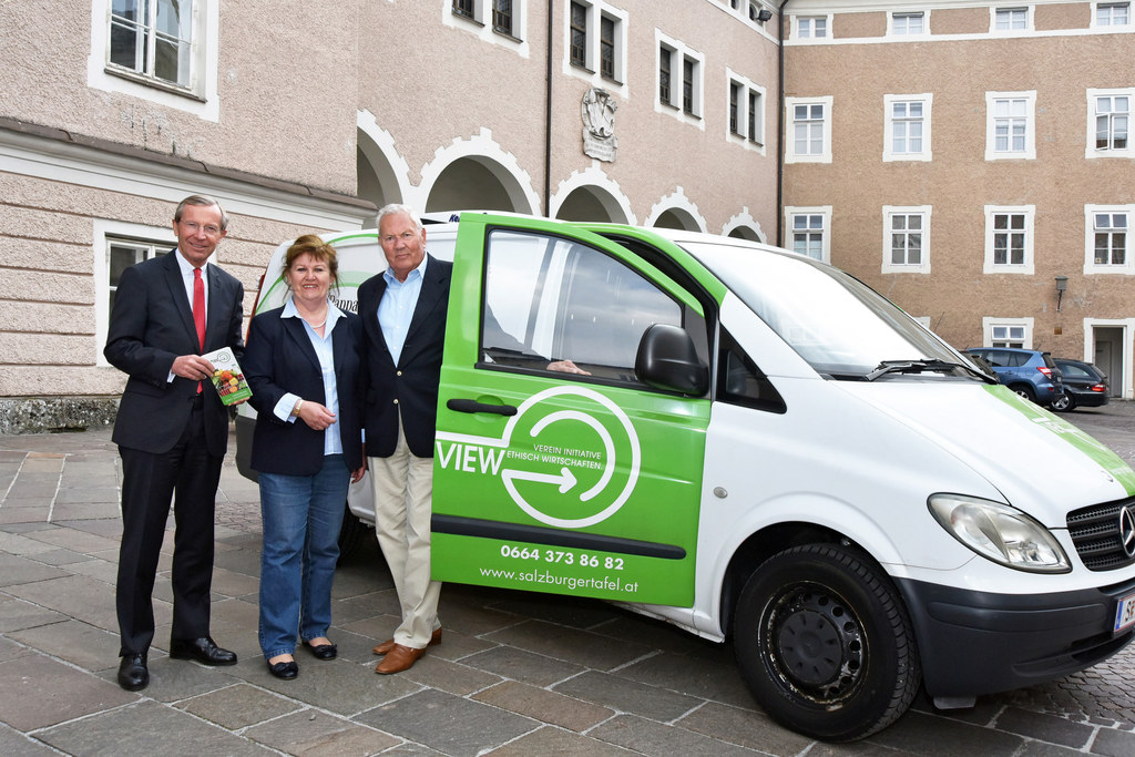 Landeshauptmann Wilfried Haslauer, Doris Kiefel und Gerald Giesswein vom Verein ..