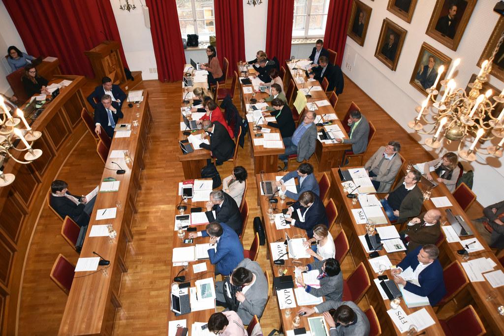 Bei den Ausschussberatungen des Salzburger Landtags wurden heute Vormittag fünf ..