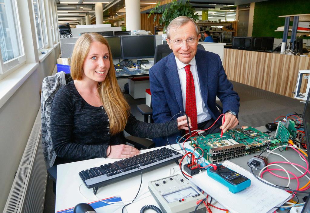 Landeshauptmann Wilfried Haslauer, hier mit Eurofunk-Mitarbeiterin Silke Hafner,..
