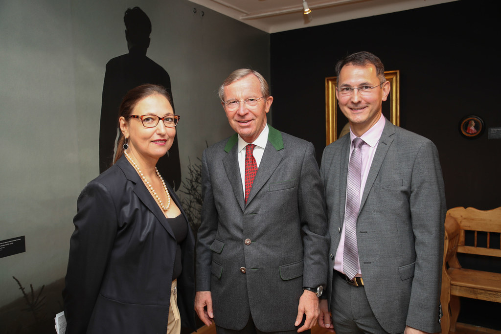 Ingrid Weydemann, Landeshauptmann Wilfried Haslauer und Bürgermeister Adolf Rieg..