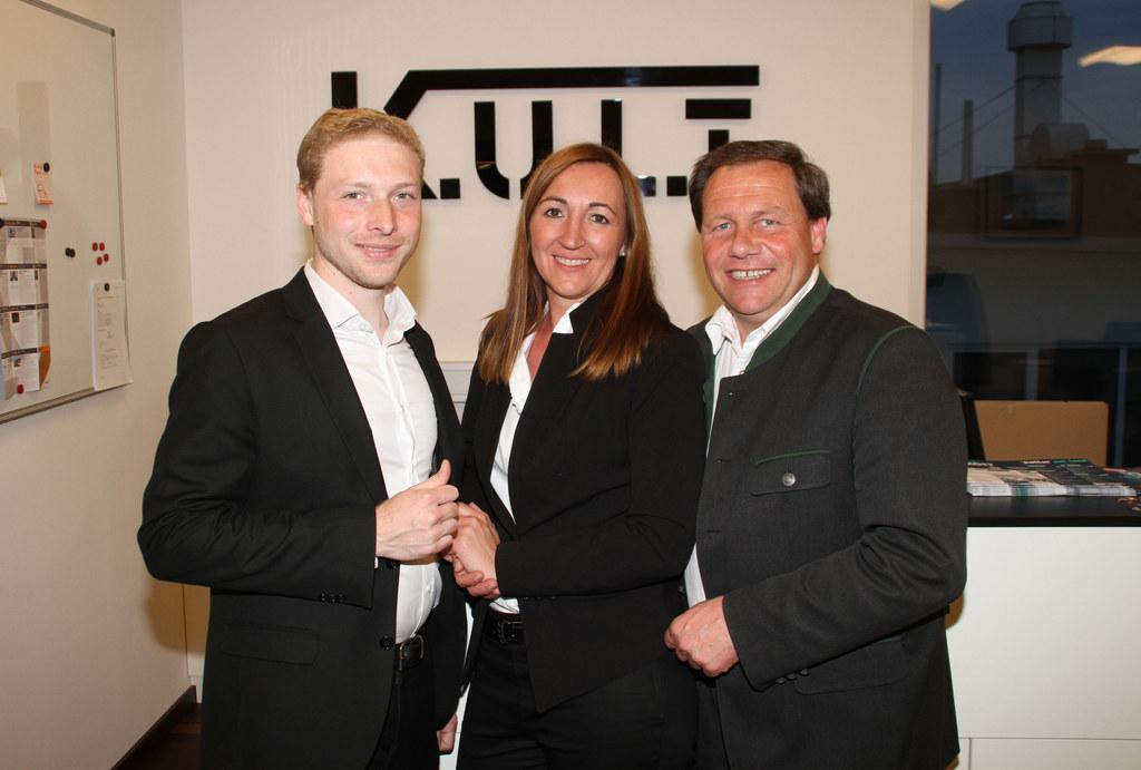 Geschäftsführer Daniel Mayrhofer, Stellvertreterin Nicole Kermec und Bürgermeist..