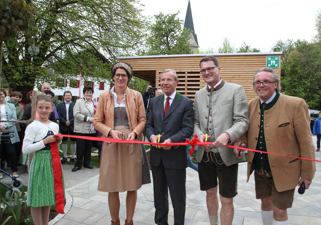 Architektin Simone Kamleitner, Landeshauptmann Wilfried Haslauer, Bürgermeister ..