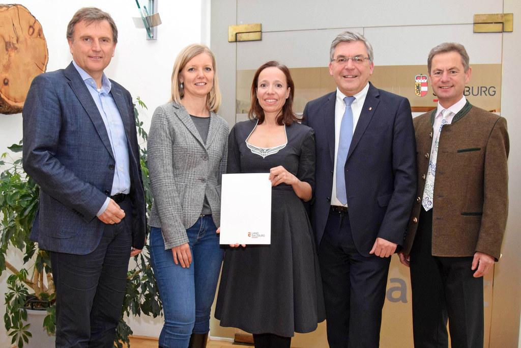 Landesamtsdirektor Sebstian Huber, Eva Veichtlbauer, Leiterin der Abteilung Kult..