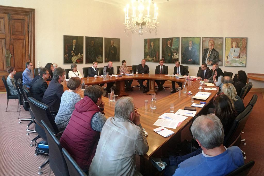Landeshauptmann Wilfried Haslauer und der Amtsführende Präsident des Landesschul..