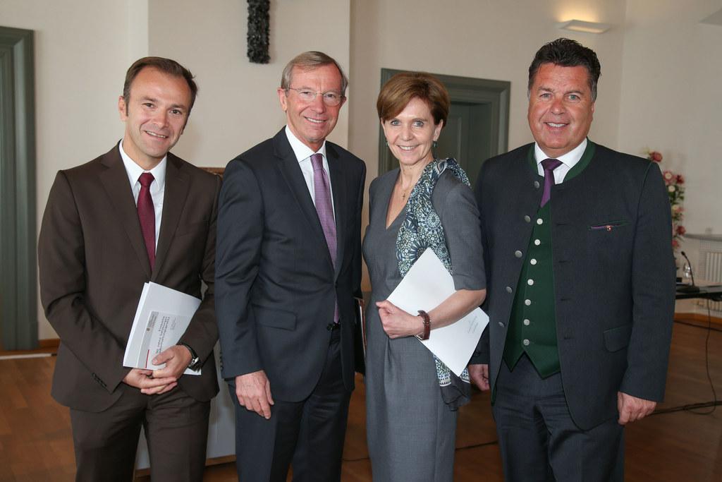 GR Bernhard Auinger, LH Wilfried Haslauer, LTP Brigitta Pallauf und LR Hans Mayr..