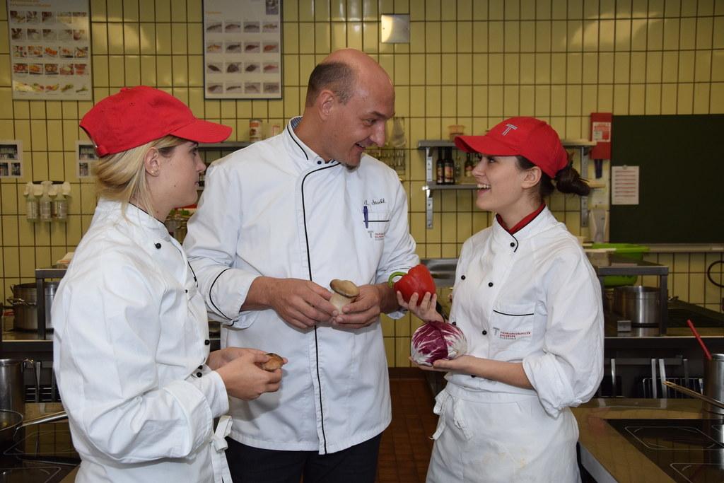 Ausbildner Alexander Stockl in der Tourismusschule Kleßheim