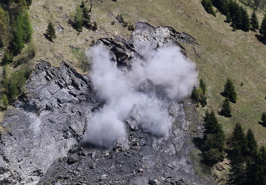 Sprengung einer Felsnadel oberhalb von Bad Fusch