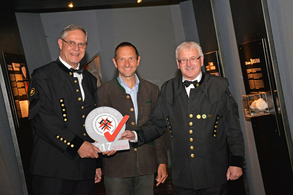 Leiter der Montanbehörde West, Arthur Maurer, NP-Direktor Wolfgang Urban und Bet..