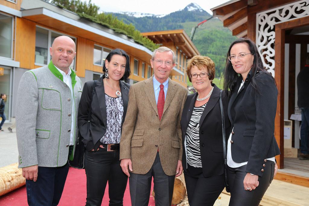 Bürgermeister Hannes Enzinger, Birgit Maier, LH Wilfried Haslauer, Hilde Maier (..
