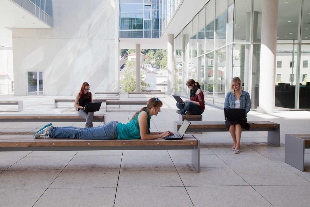 Noch bis 3. Juli ist die Anmeldung zur ditact_women's IT summer school der Unive..