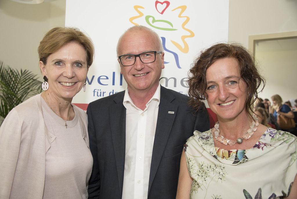Landtagspräsidentin Pallauf, Caritas-Direktor Johannes Dines und Projektleiterin..
