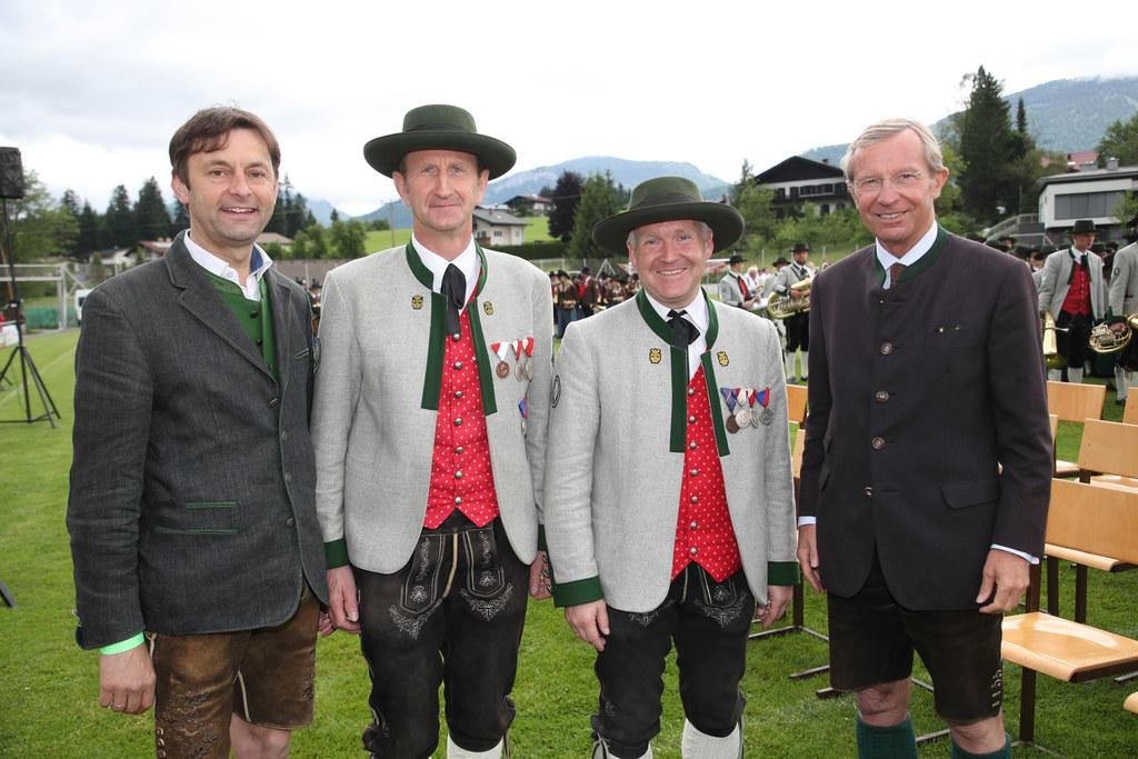 Bürgermeister Johann Schnitzhofer, Kapellmeister Gerhard Windhofer, Obmann Hanne..
