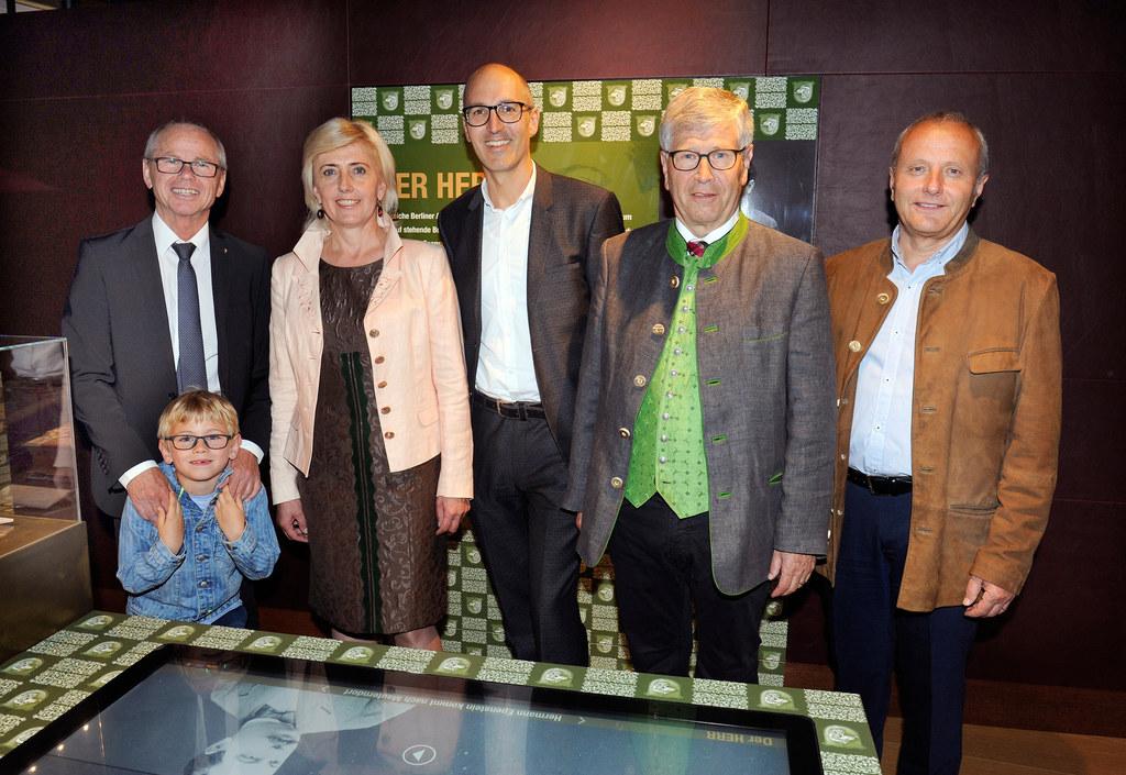 LH-Stv. Christian Stöckl mit Enkerl Lorenz Mayr, Burgverwalterin Ingeborg Stolz,..