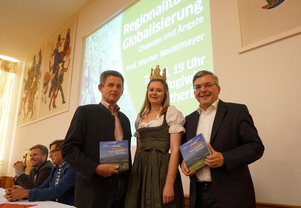 Bgm. Johann Mühlbacher, Heukönigin Magdalena I und Landesrat Josef Schwaiger