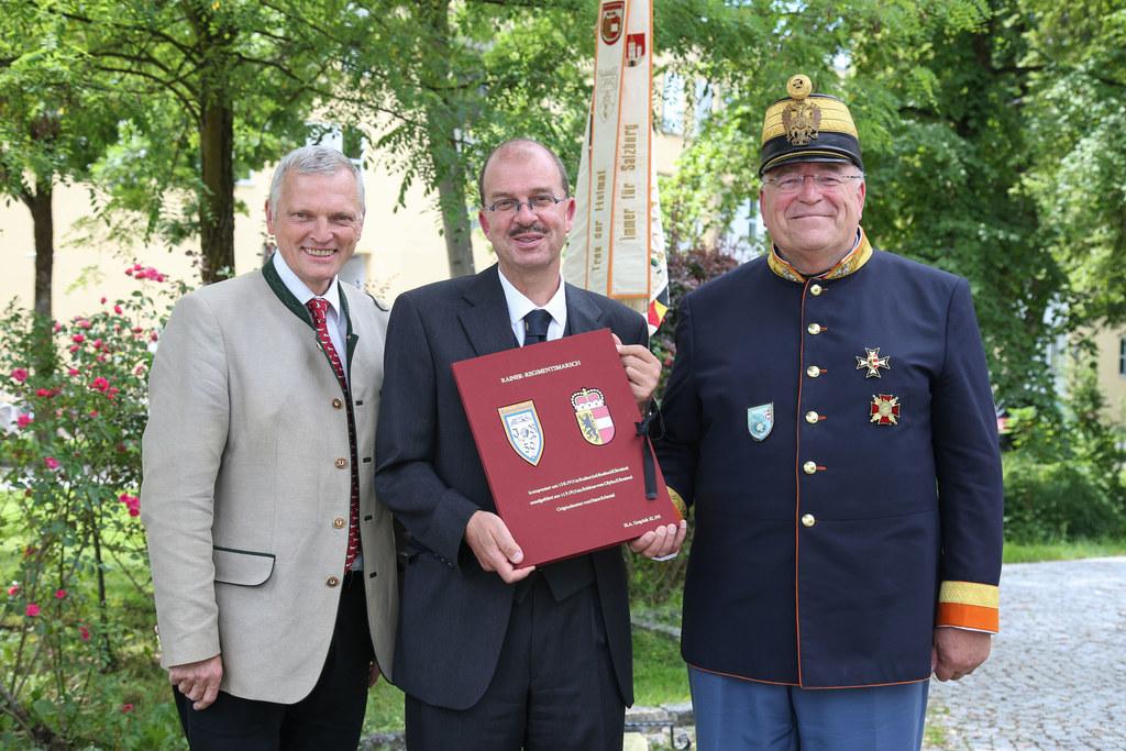 Im Bild von links:  LAbg. Josef Schöchl, Oskar Dohle, Direktor Salzburger Landes..