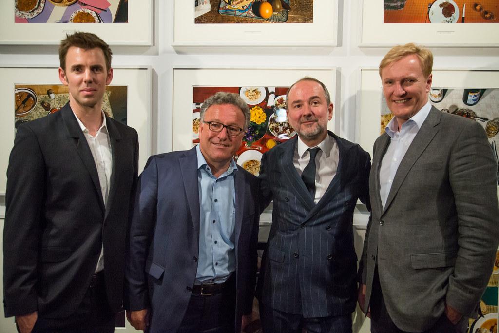 Im Bild von links: Dr. Walter Moser, Leiter der Fotosammlung der Albertina und A..