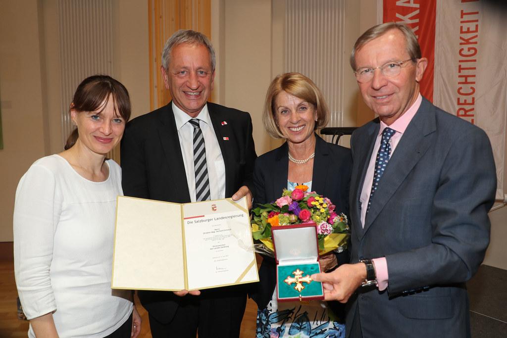 Im Bild v. li: LR Martina Berthold, AK Direktor Gerhard Schmidt, mit Gattin Moni..