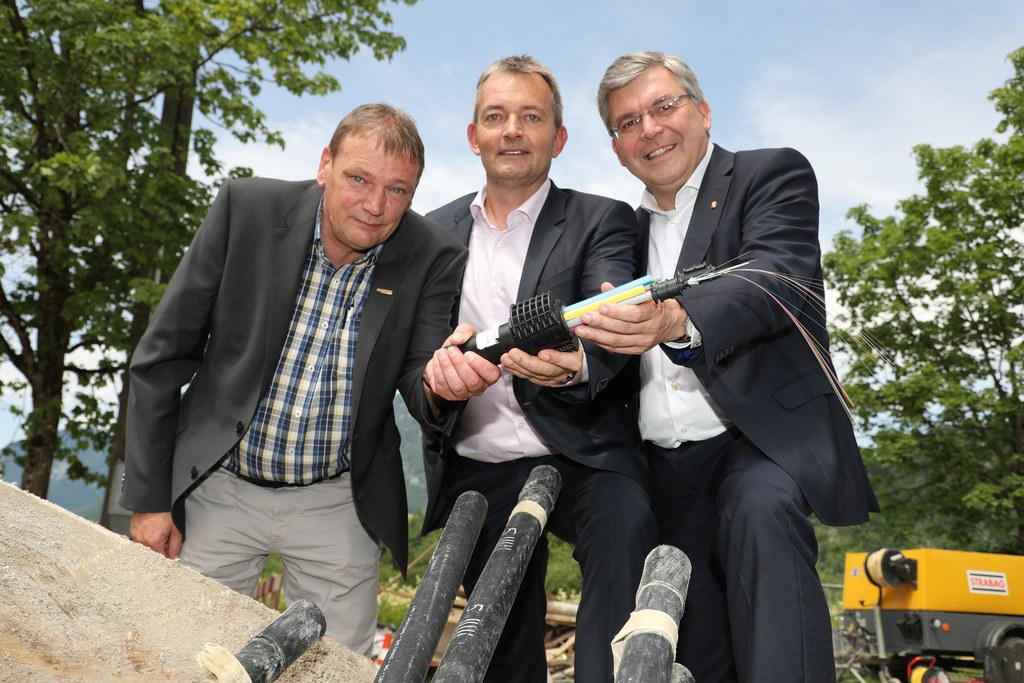 Im Bild beim Fototermin in Strobl am Wolfgangsee v.l. Bürgermeister Josef Weikin..