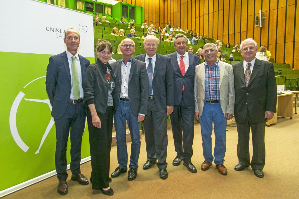 Univ.-Prof. Josef Niebauer (Vorstand des UI f. Sportmedizin), Landesrätin Martin..