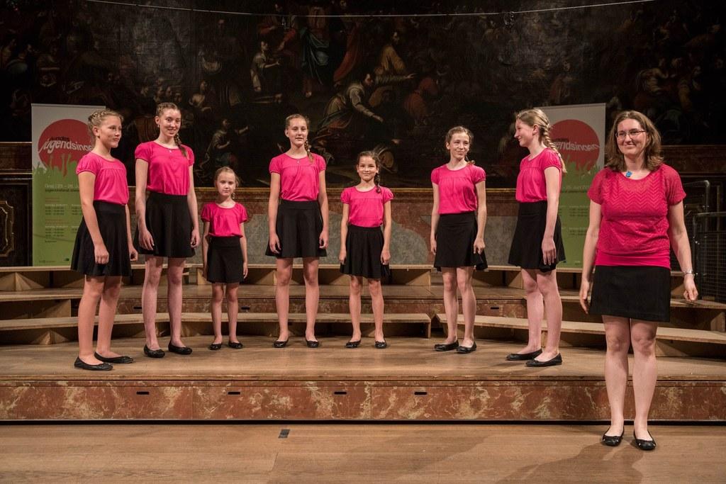 Das Ensemble Kinderklang ReiHaWei aus Pfarrwerfen unter der Leitung von Barbara ..