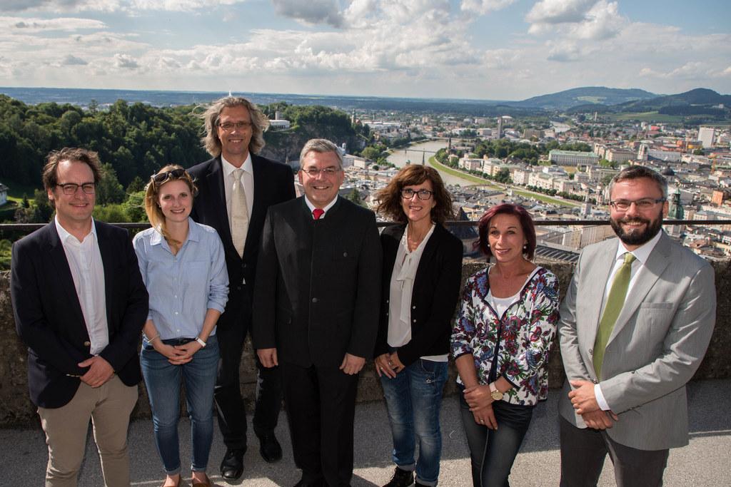 Landesrat Josef Schwaiger mit Mitarbeiterinnen und Mitarbeitern beim Empfang des..