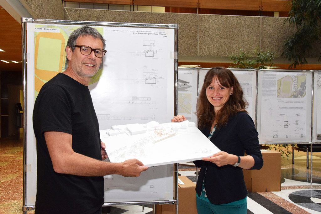 Architekt Gerhard Mitterberger und Landesrätin Martina Berthold