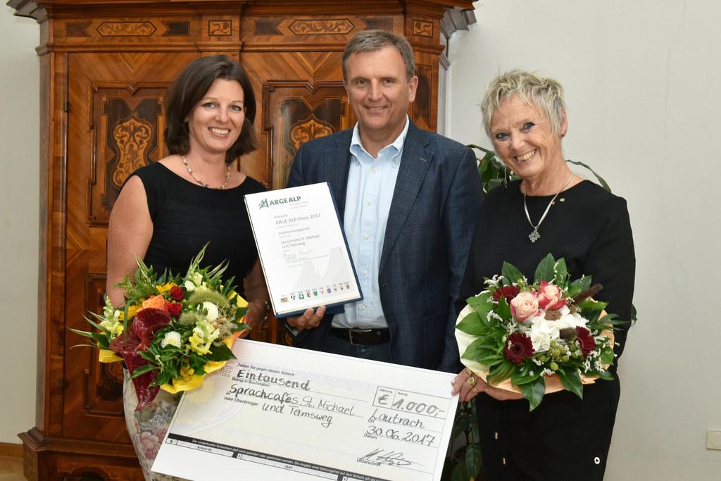 Heidemarie Fuchs, Landesamtsdirektor Sebastian Huber und Barbara Völkl-Plato