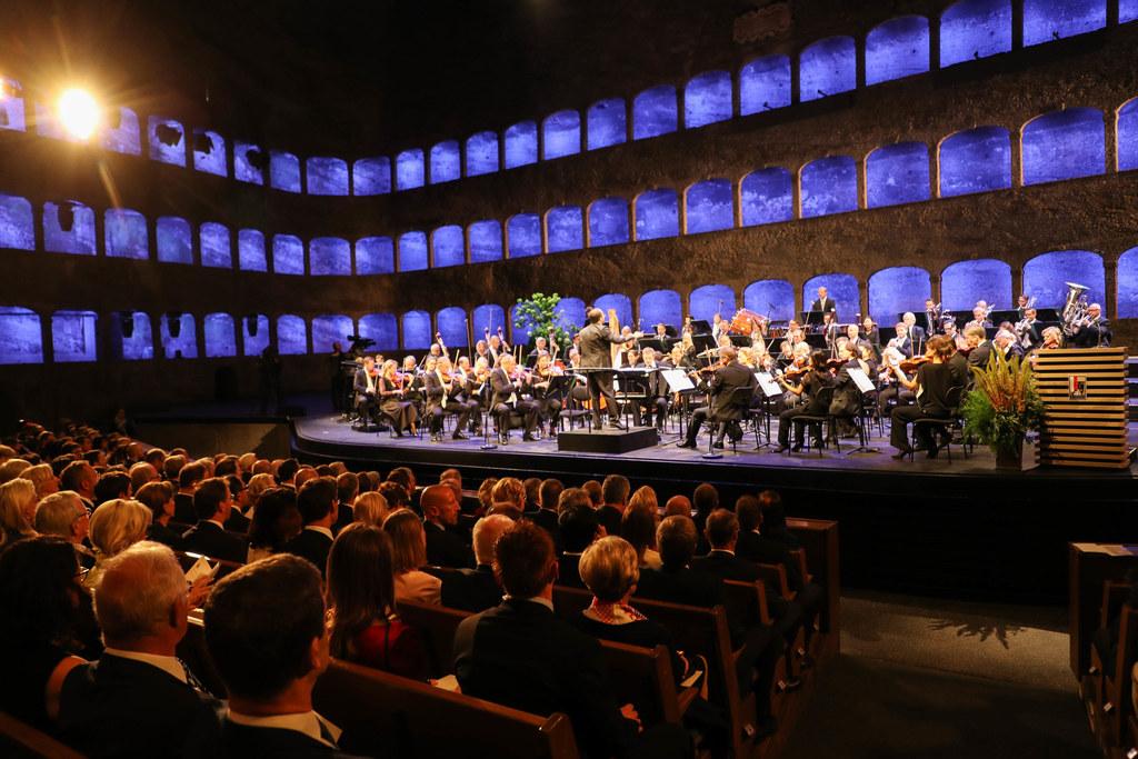 Bei der Festspieleröffnung ist das Mozarteumorchester Salzburg jedes Jahr eine f..