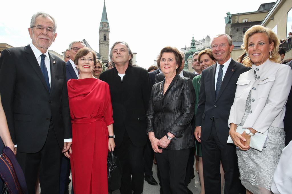 Bundespräsident Alexander Van der Bellen mit Gattin Doris Schmidauer, Intendant ..