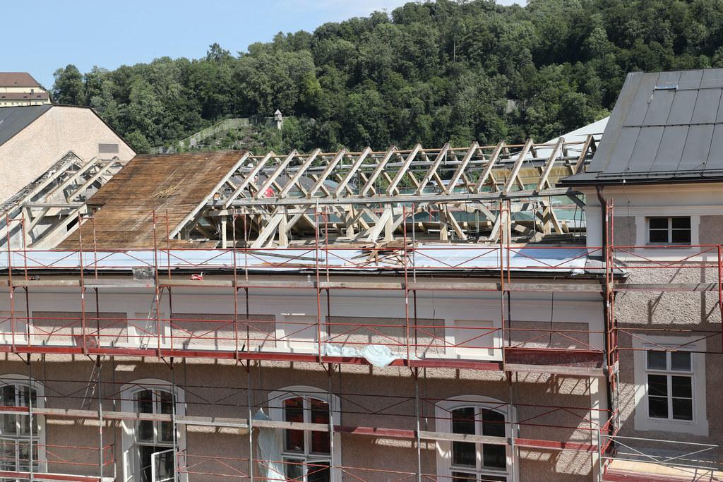 Als Baustelle präsentiert sich derzeit der Landtagstrakt des Chiemseehofs.