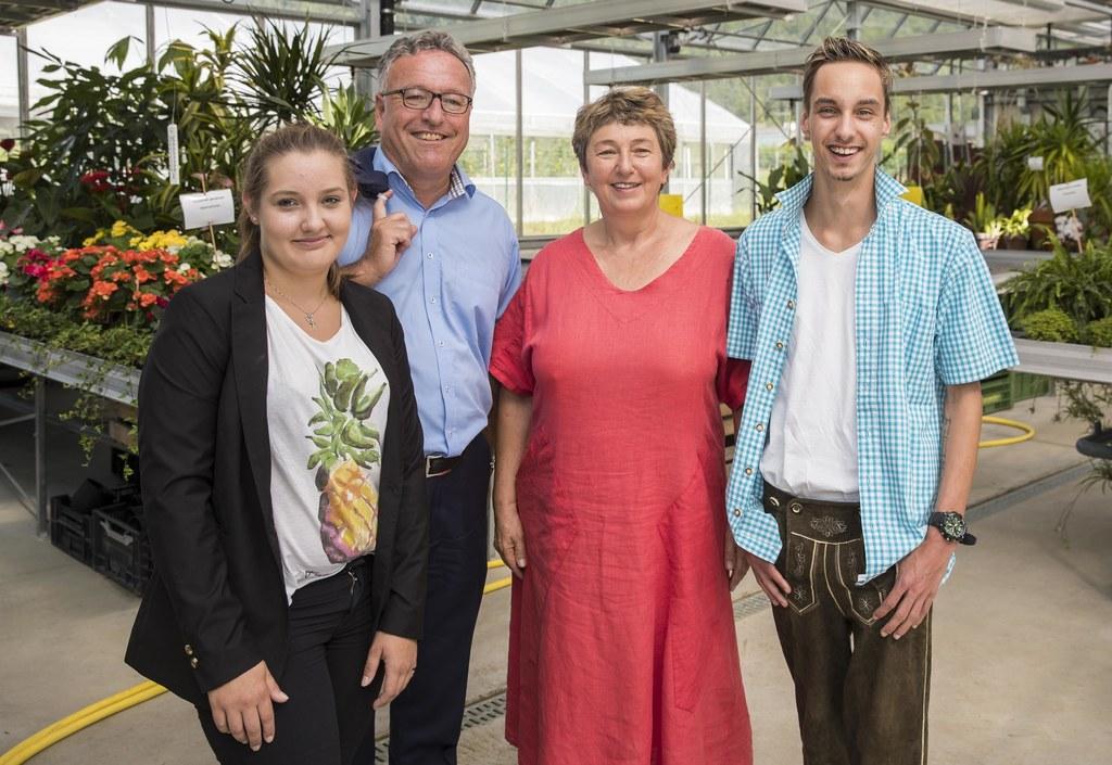 Theresa Haslauer, Landesrat Heinrich Schellhorn, Ernestine Harrer und Lukas Brug..