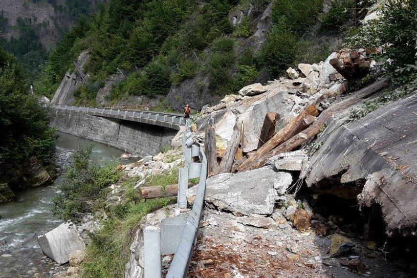 Die B99 Katschberg Straße ist nach einem Bergsturz drei Wochen gesperrt.