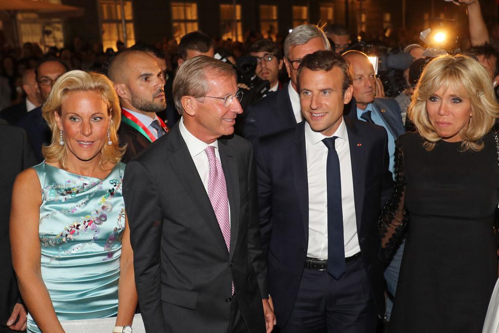 Landeshauptmann Wilfried Haslauer mit Ehefrau Christina und Präsident Emmanuel M..