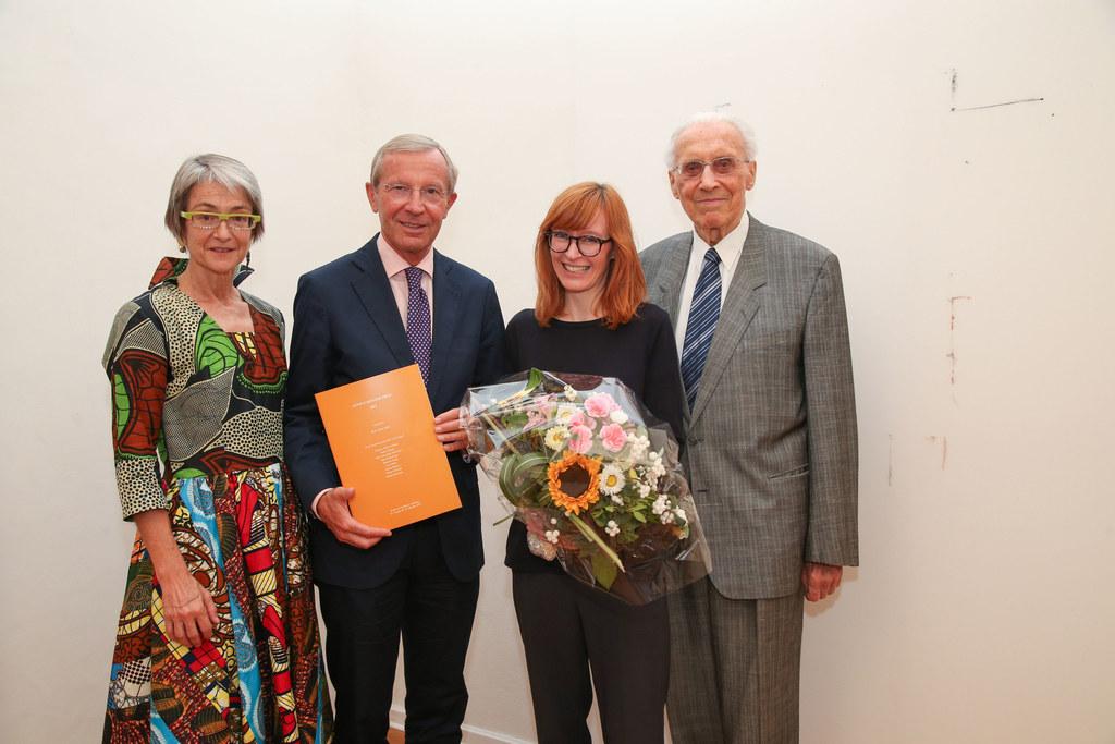 Dietgard Grimmer (Leiterin Kunst im Traklhaus), LH Wilfried Haslauer, Doris Ther..