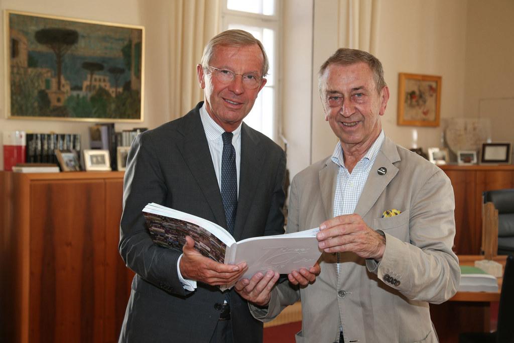 Landeshauptmann Wilfried Haslauer und Friedrich Urban (Geschäftsführer Salzburg ..
