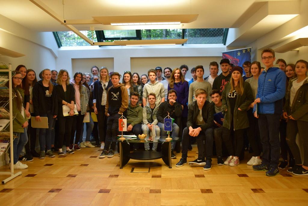 Im April waren zwei Klassen des BORG Mittersill zu Besuch in der EU-