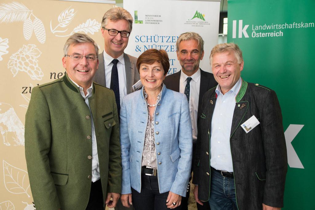 Landesrat Josef Schwaiger, Georg Häusler, Theresia Neuhofer, Arnold Schuler und ..