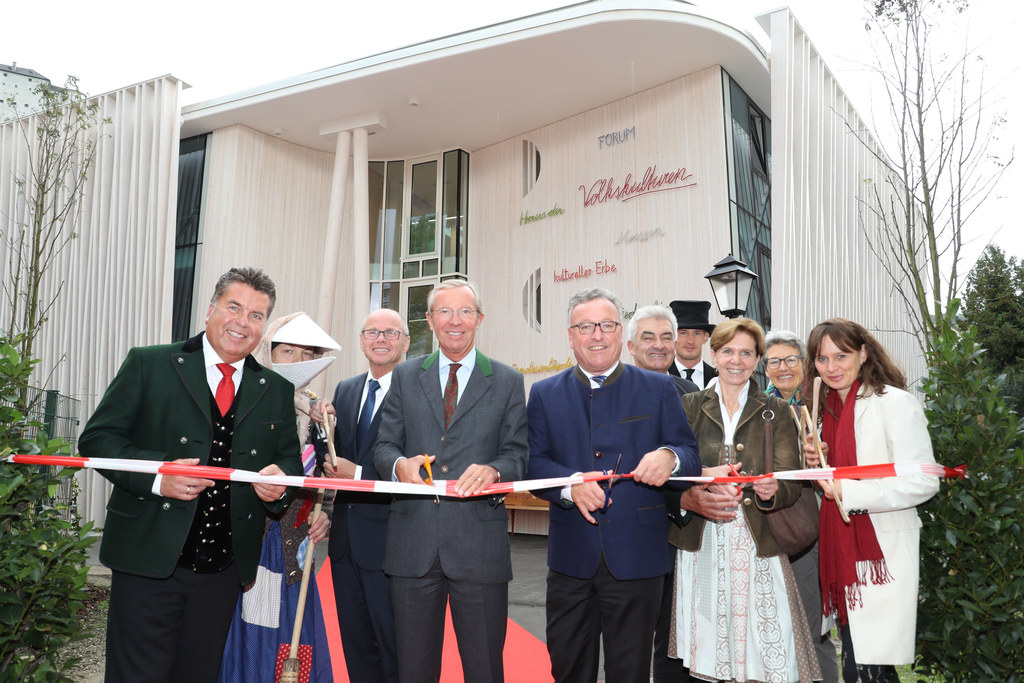 v.l. bei der Eröffnung: LR Hans Mayr, Pongauer Schnabelpercht, LHStv. Christian ..