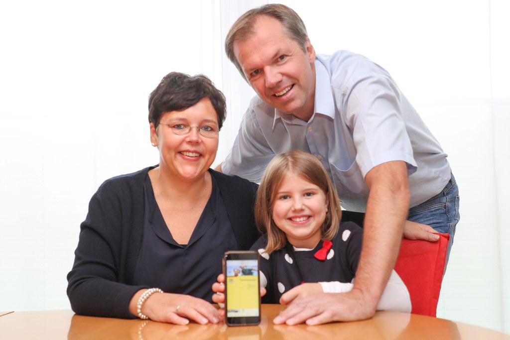 Den Familienpass als App schätzen bereits Karin, Paul und Stephanie Wimmler aus ..