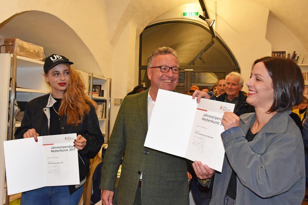 Judith Rohrmoser, Landesrat Heinrich Schellhorn und Mirjam Schweiger.