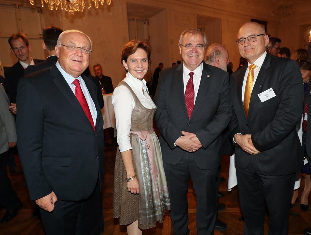 IRE Vorsitzender Franz Schausberger, Landtagspräsidentin Brigitta Pallauf , Vize..